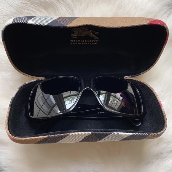 Burberry Sunglasses {B4010}